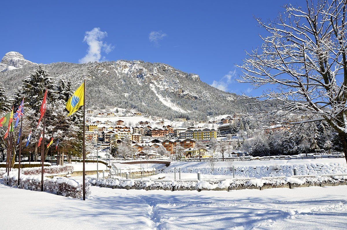 Piste da sci escursioni in slitta e sport invernali a molveno - Residence sulle piste da sci con piscina ...